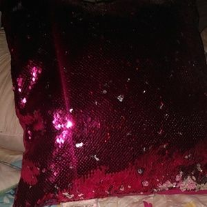 I'm selling a pink pillow